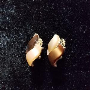1950s vintage tan brown clip earrings